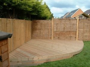 A curved deck in Thatcham Berkshire